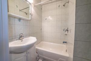 16 Main Bathroom
