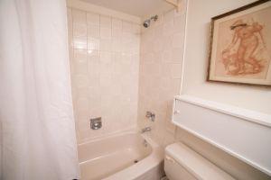 JA 75 Wynford Heights Cres Unit 2501 15 Bathroom 2