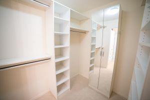 JA 75 Wynford Heights Cres Unit 2501 27 Walk In Closet